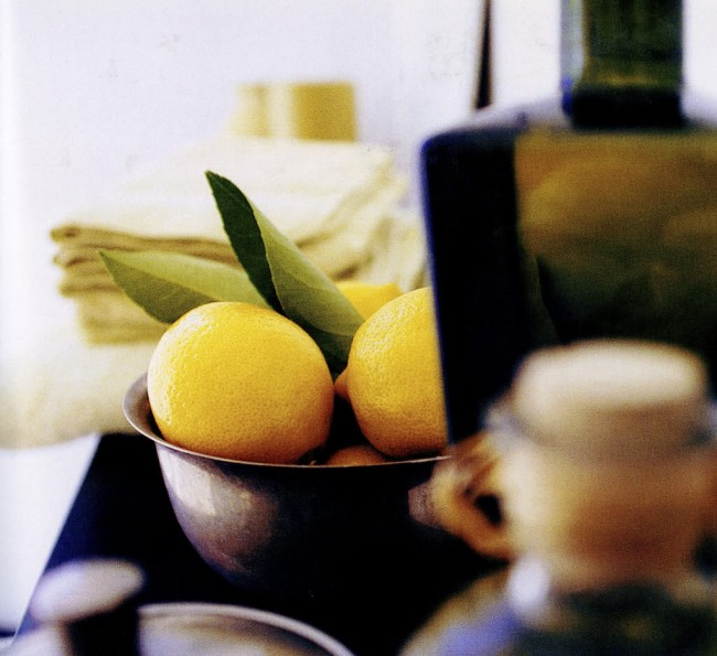 The fresh scent of citrus is a neutral fragrance suitable for men or women. It is light and uplifting.