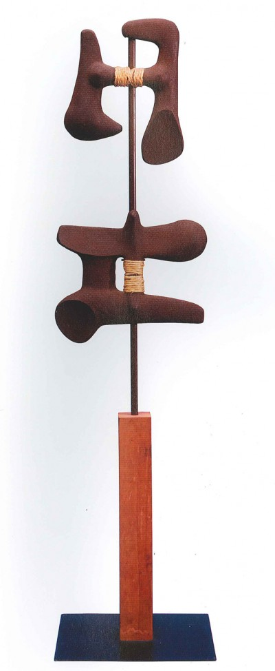 A Noguchi sculpture in iron, wood and rope. I was thinking about propellers when I looked at this. The texture of the iron work is great against the rope.