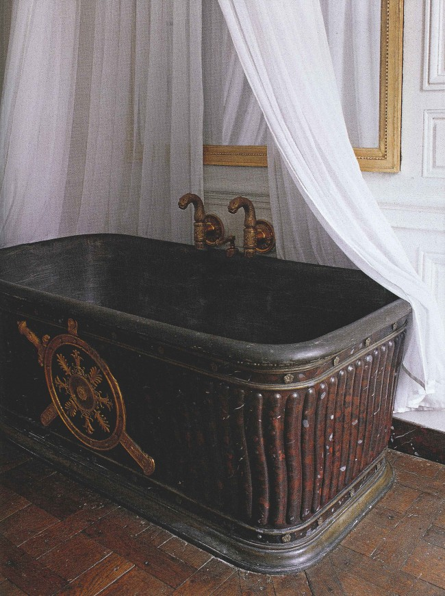 A page from the French Empire style. A bathtub for Napoleon.
